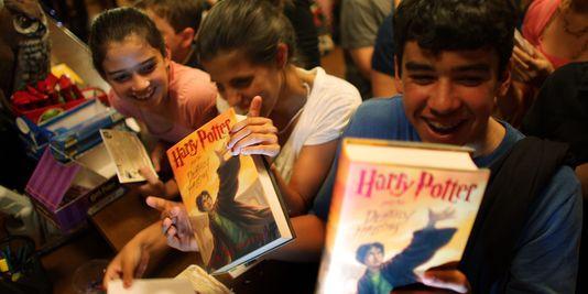 Les jeunes lisent-ils autant que leurs parents ?